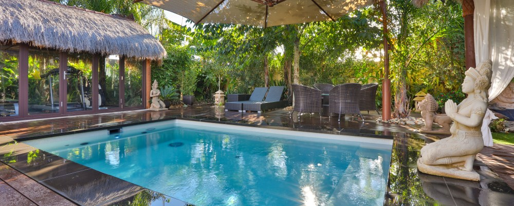 Exotic pool landscaping around a plunge pool